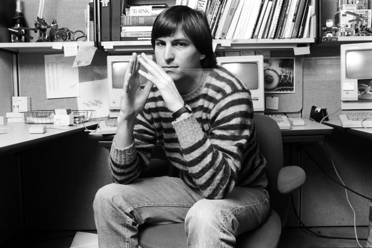 Steve Jobs không ngần ngại vị trí thấp nhất và không là gì so với tài năng của mình để có cơ hội tiếp xúc với một môi trường chuyên nghiệp, nhiều tiềm năng.