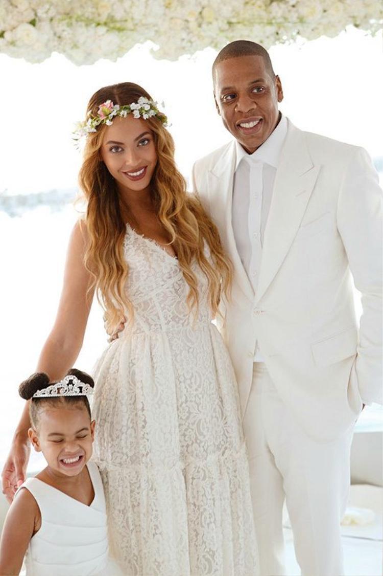 Beyonce gây bão mạng xã hội khi lần đầu tiên tiết lộ hình ảnh đôi song sinh