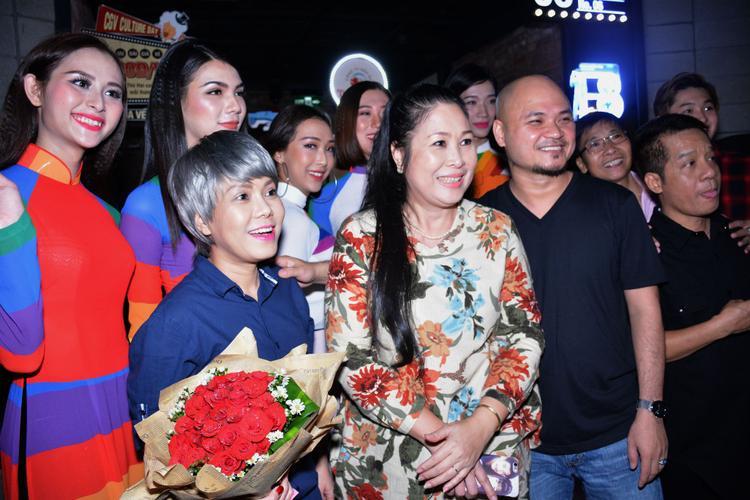 Nghệ sĩ Việt Hương, nhà sản xuất Hồng Vân và đạo diễn Hoàng Tuấn Cường.