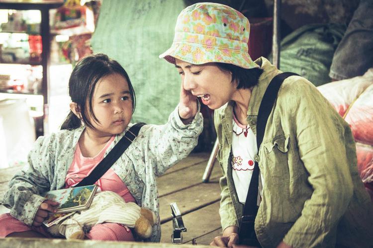 Bé Nắng (Kim Thư) và mẹ Mưa (Thu Trang) trở thành cặp đôi mẹ con truyền cảm hứng cho nhiều khán giả sau phim Nắng.