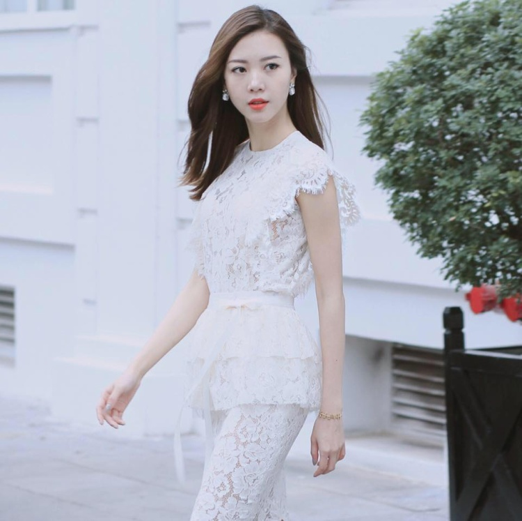 Cô sở hữu dáng người chuẩn mẫu nên thường xuyên xuất hiện trong chính những bức hình chụp mẫu của thương hiệu thời trang riêng của mình.