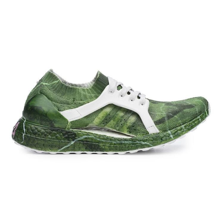 Đôi giày này lại được phủ một màu xanh mát với màu của vỏ quả dưa hấu cùngnhững đường viền trắng tinh tế.