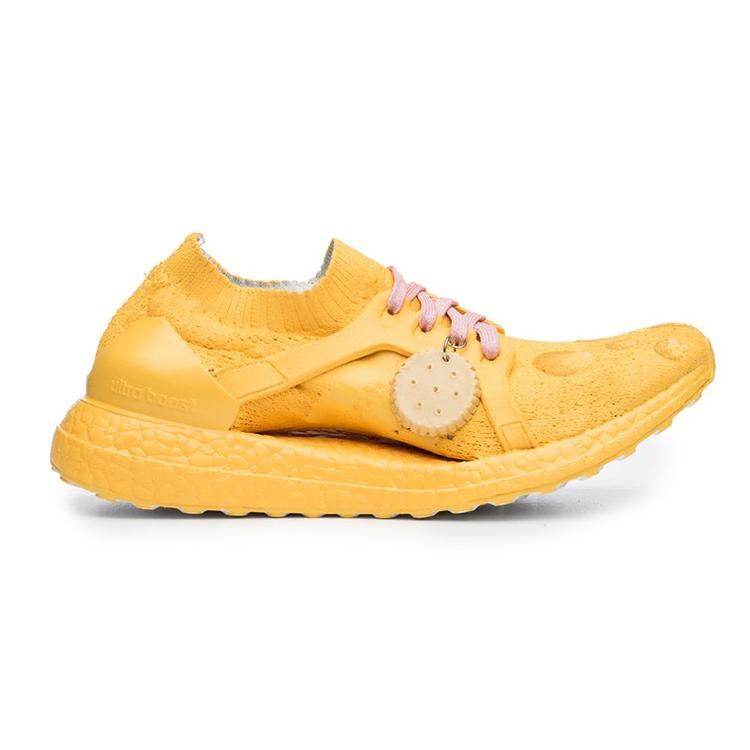 Vàng rộm như chiếc bánh quy, bạn có thấy đói khi nhìn thấy đôi giày?