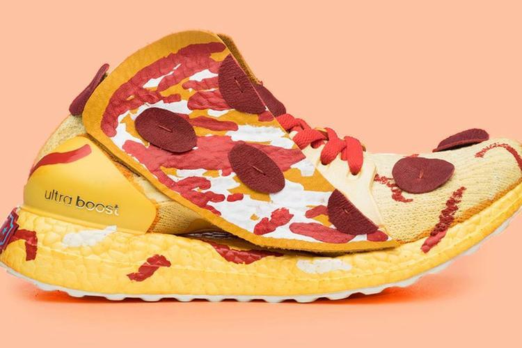 Đôi giày được mô phỏngtheo miếng bánh pizza này đã chiếm spotlight trong loạt tác phẩm của các nghệ sĩ.