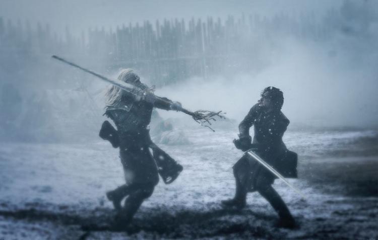 Jon Snow chiến đấu với quỷ Bóng Trắng.