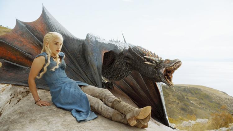 Daenerys và rồng.