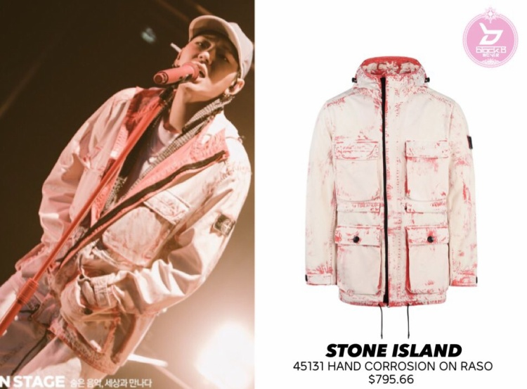 Chiếc áo khoác với sắc màu nham nhở của Stone Island hơn 18 triệu đồng.