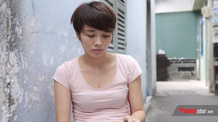 """Trước khi mang cả hai mẹ con Nam tiến, chị Linh cũng đã tìm hiểu về hoàn cảnh gia đình """"hotgirl"""". Bella quê ở Hải Dương, bố mẹ đã mất, chỉ còn người bà lớn tuổi nên cách giúp đỡ khả thi nhất lúc bấy giờlà để hai mẹ con cạnh bên chị."""