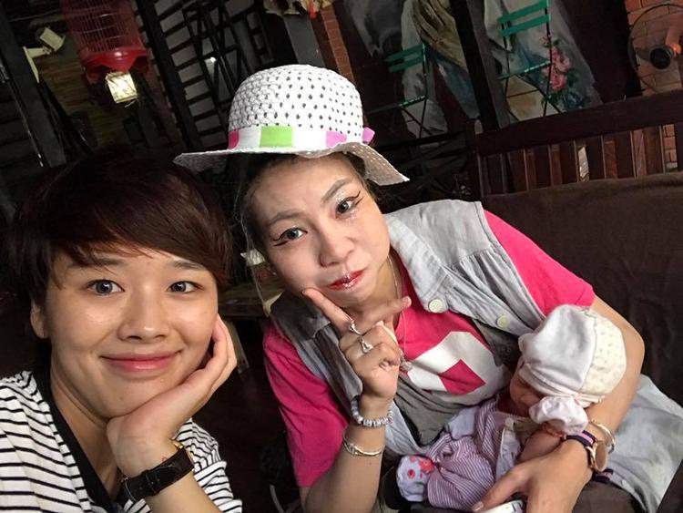 Buổi gặp gỡ giữa chị Linh và mẹ con Bella tại Hà Nội.