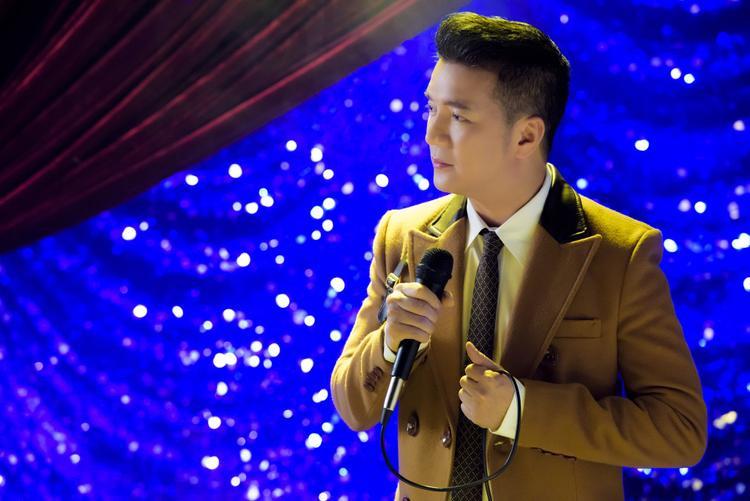 Liveshow dựng lại một Sài Gòn hào nhoáng, náo nhiệt của những năm 1960 với những câu chuyện rất đời của các thế hệ, tầng lớp con người khác nhau.