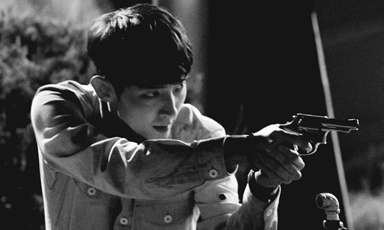 Lee Jun Ki khiến các fan vô cùng háo hức với sự trở lại lần này trong một bộ phim hành động không thể ngầu hơn.