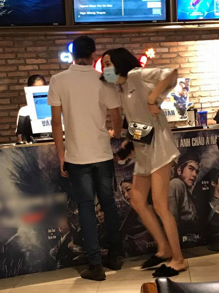 Mới đây, công chúng không khỏi bất ngờ khi bắt gặp hình ảnh Soobin Hoàng Sơn và HIền Hồ tình cảm đi xem phim lúc nửa đêm!