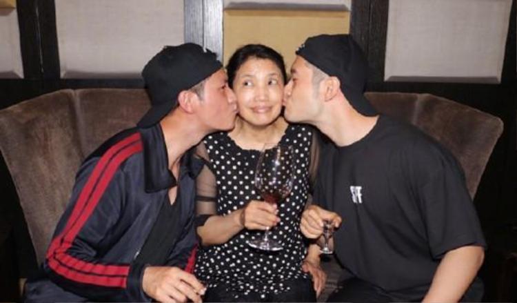 Hai nam diễn viên đình đám dành nhiều tình yêu và sự kính trọng đối với cô Thôi.