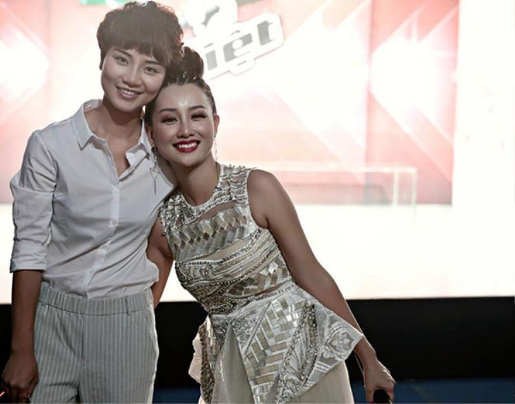 Thùy Dung luôn xuất hiện bên cạnh Quỳnh Chi.