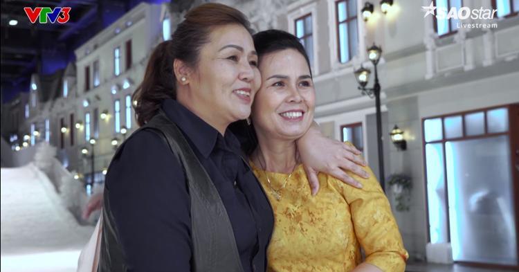 Hình ảnh hạnh phúc của những người mẹ khi thấy con mình vượt qua các thử thách.