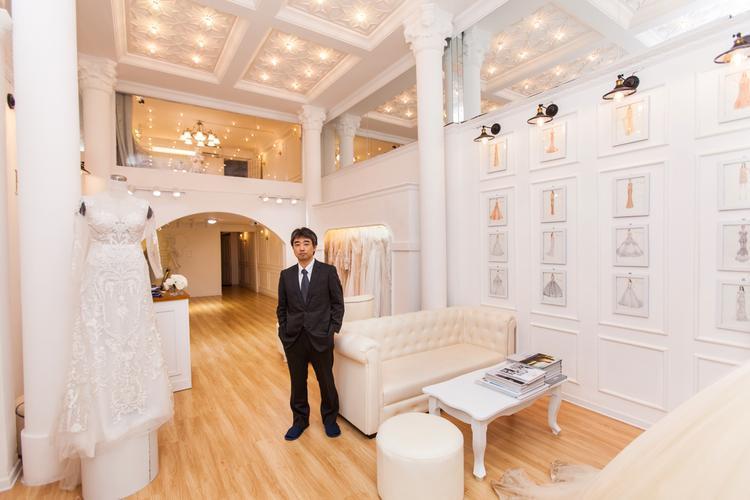 Yamanouchi Masatoshi - Giám đốc điều hành của thương hiệu cưới Hacchic Bridal.