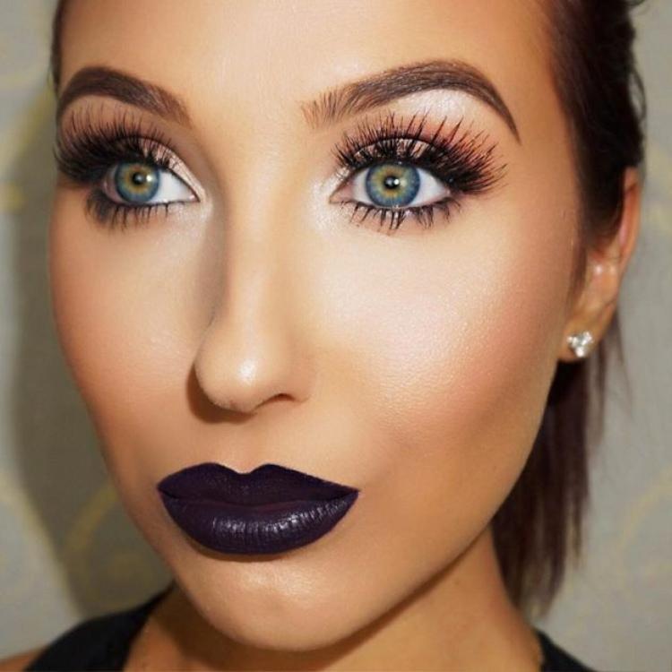 Đôi mắt xanh và sâu của Jaclyn làm say đắm người nhìn kết hợp với đôi môi màu xanh tím làm tôn lên vẻ đẹp mặn mà của mình. Hỏi sao mà các fan của cô không mê cho được?