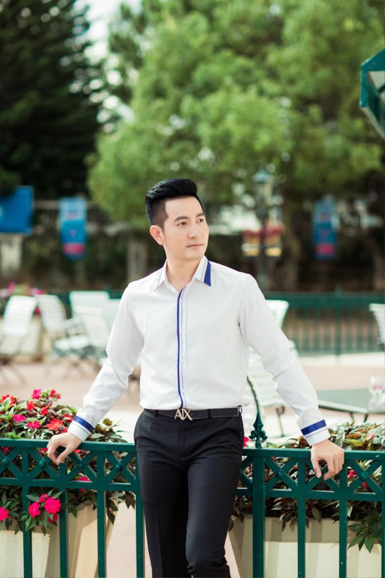 Cùng xem 1 số hình ảnh trong album mới của Nguyễn Phi Hùng.
