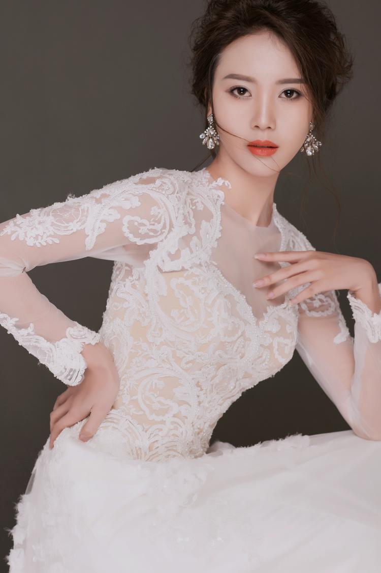 Tham gia phút chót, người yêu Sơn Tùng Vũ Ngọc Châm vươn lên dẫn đầu vòng bình chọn The Look Online 2017