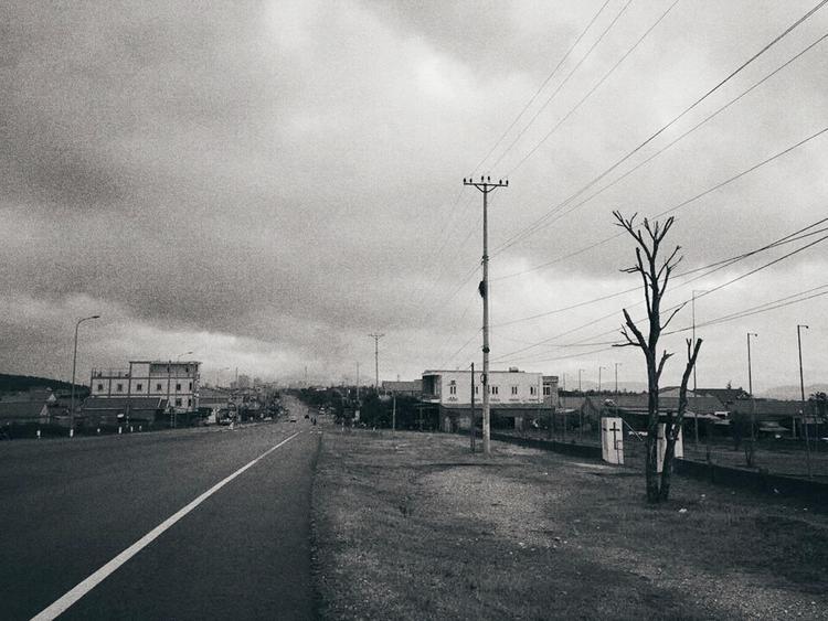 Con đường dẫn tới Vũng Án với thời tiết khá xấu.