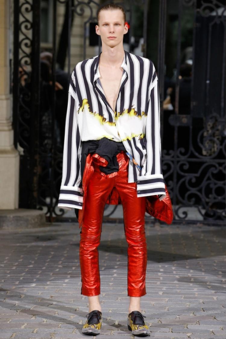 Hàng hiệu chất đầy tủ nhưng vì sao Sơn Tùng chỉ thích mặc đi mặc lại chiếc quần này?