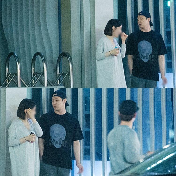 Hwang Hana và Park Yoochun xuất hiện công khai trước một nhà hàng.