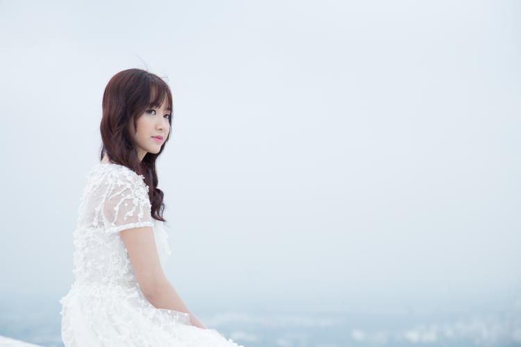 Cô nàng đã mạnh dạn phát hành sản phẩm âm nhạc thứ 2.