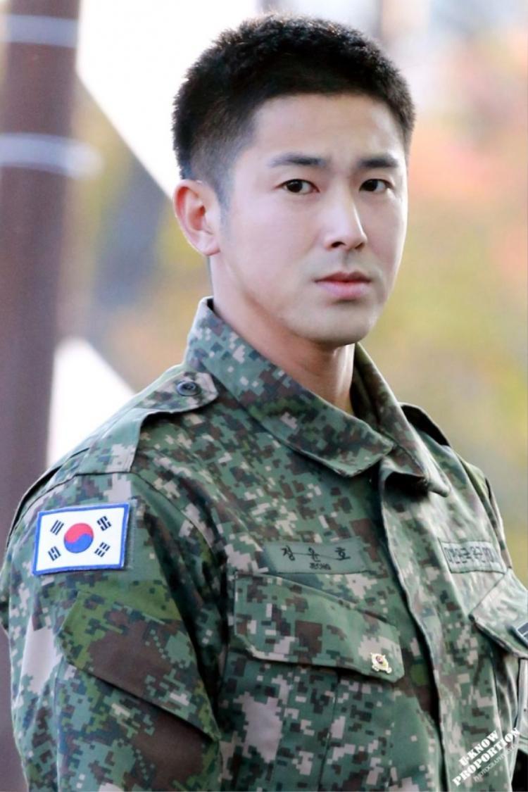 Ngay sau khi xuất ngũ, Yunho tham gia đóng phim.