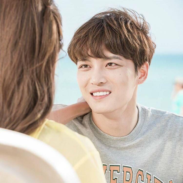 Năm 2017  Idol Hàn đóng phim: Người thành công, kẻ khiến fans lo lắng