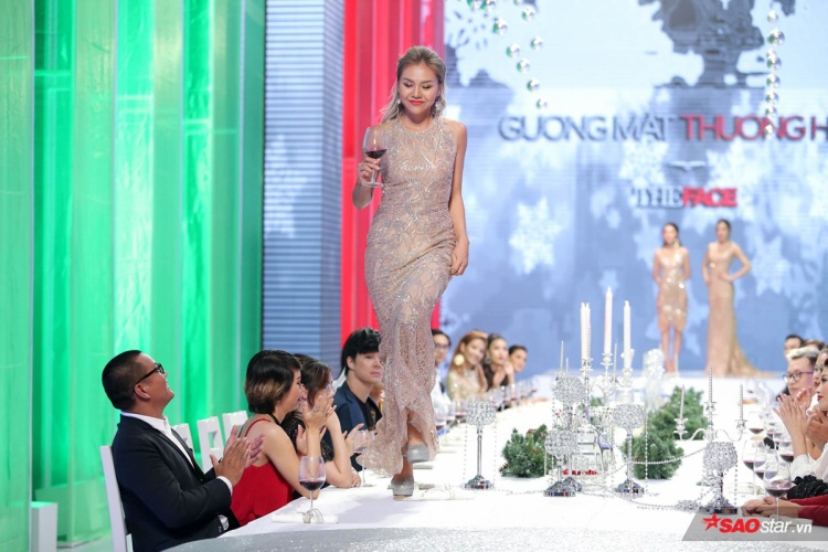 """""""Chị Đại"""" cũng góp ý về cách cầm váy quá cao của thí sinh Quỳnh Như team Hoàng Thùy."""