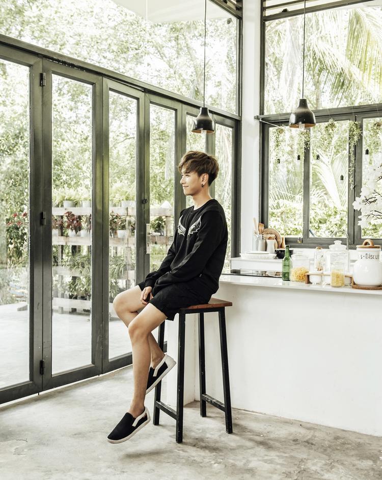 Lou Hoàng tung bộ ảnh cực kool khiến fan nóng lòng hóng sản phẩm mới