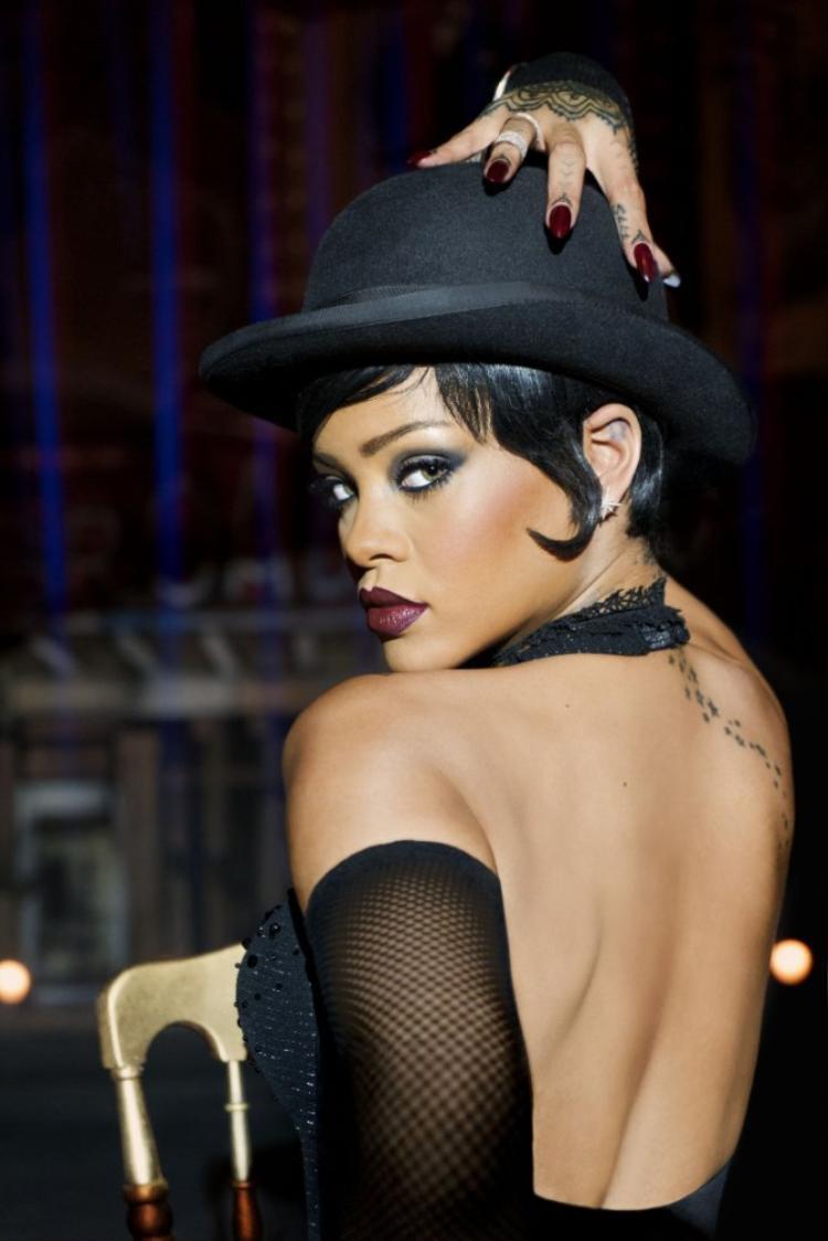 Sự xuất hiện của Rihanna gây tò mò về vai diễn của cô.