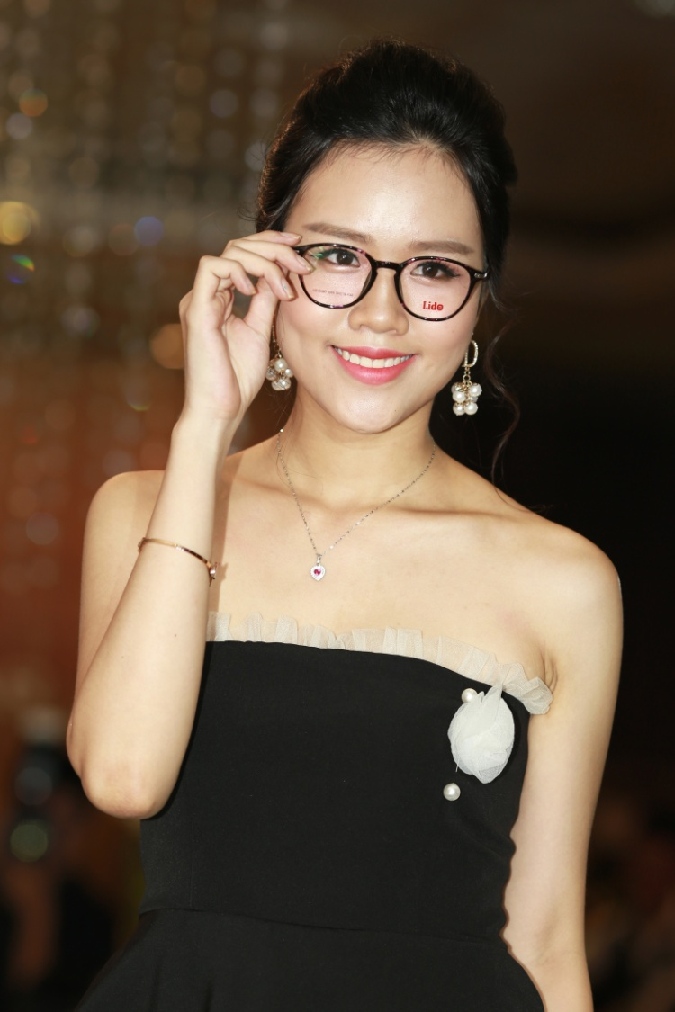 Không chỉ kính mắt đi nắng, thương hiệu Lido còn cho ra mắt các sản phẩm mắt kính cận với nhiều kiểu dáng, phù hợp với từng khuôn mặt.