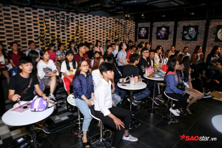 Clip: Minh Hằng tự tin khoe giọng hát live trong họp báo ra mắt MV mới toanh