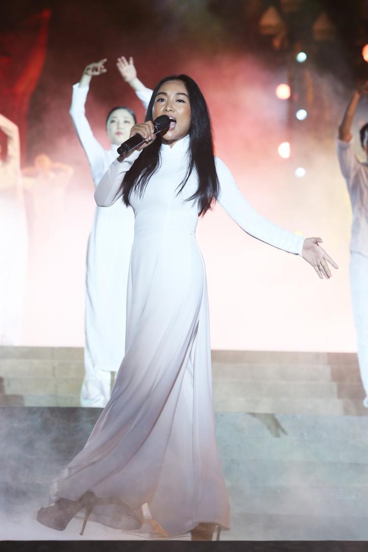Đoan Trang khát khao trong giọng hát với Bài ca không quên.