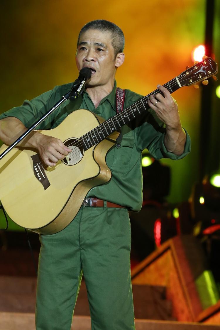 Nhạc sĩ Trương Quý Hải khiến khán giả nghẹn ngào với Về đây đồng đội ơi.