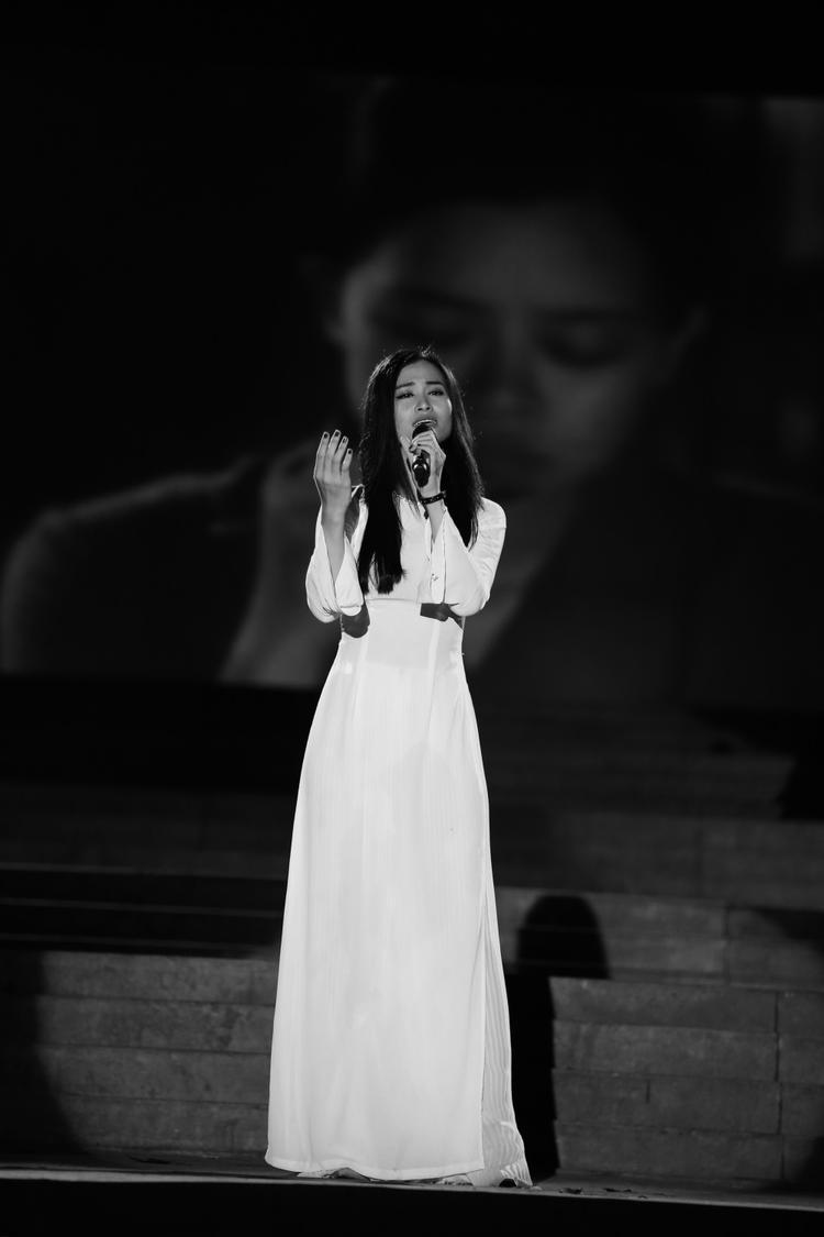 Nữ HLV Giọng hát Việt 2017 mang tới 1 ca khúc nhiều cảm xúc Mãi mãi tuổi hai mươi.
