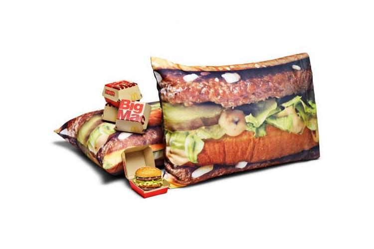 """Ngoài ra, BST còn có sự góp mặt của các siêu phẩm khác như bộ chăn ga gối nệm này, đảm bảo khách hàng """"ngon miệng"""" trong cả giấc ngủ."""