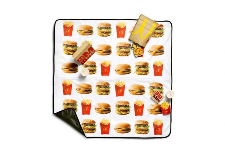 Các tín đồ của McDonald ơi, liệu các bạn có chịu chi tiền cho thảm chùi chân xinh xắn này không?