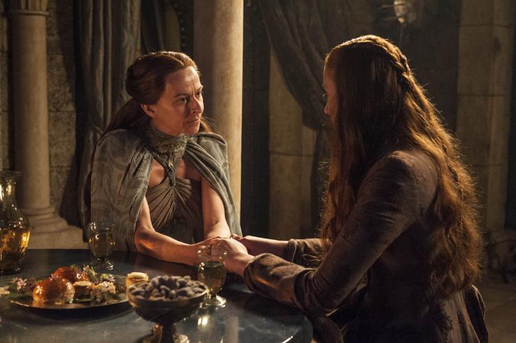 Cả dì ruột cũng không che chở gì cho Sansa.