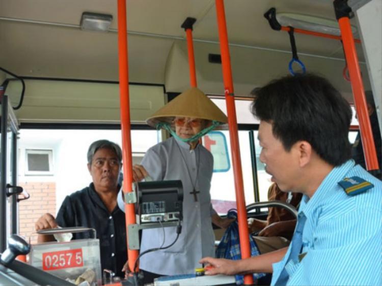 Xe buýt bán vé tự động là một loại hình không mới ở TP HCM đã được triển khai từ năm 2010.