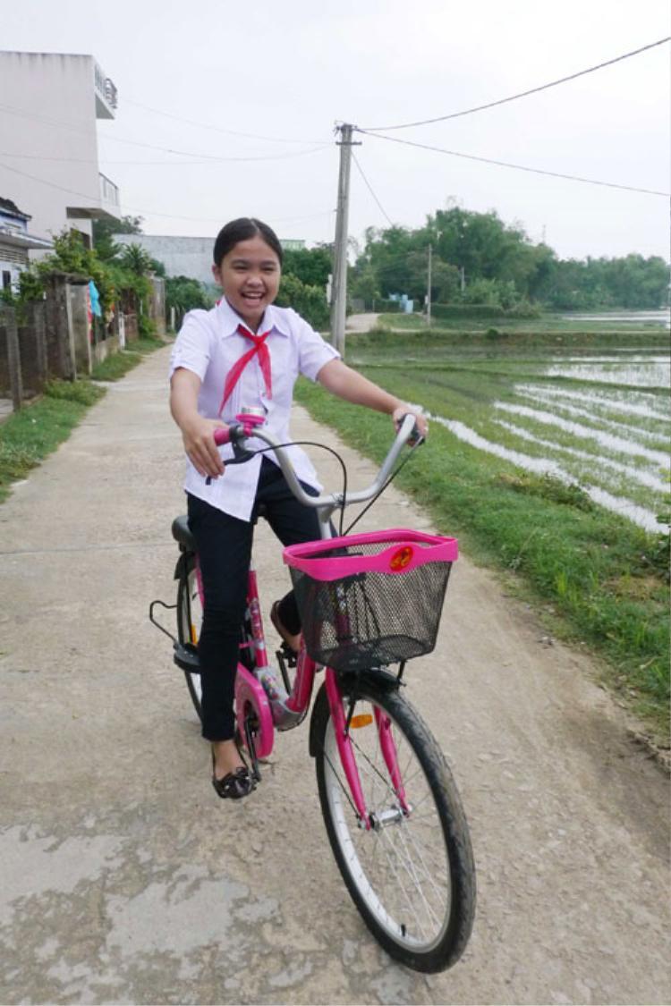 Trở về nhà ở Bình Định, Thiện Nhân vẫn hồn nhiên, đáng yêu.