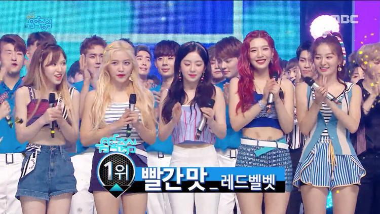 Red Velvet ẵm cúp đều đều, EXO tiếp tục khuấy động sân khấu với hit mới
