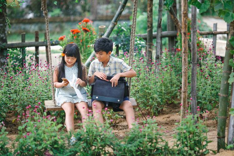Diễn xuất tự nhiên của Hà Mi và Minh Khang trong Cô gái đến từ hôm qua được khán giả đón nhận.