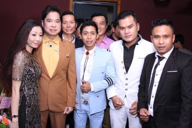 Rất nhiều anh chị em, bạn bè đồng nghiệp đã tới ủng hộ Ngọc Sơn trong đêm nhạc riêng.