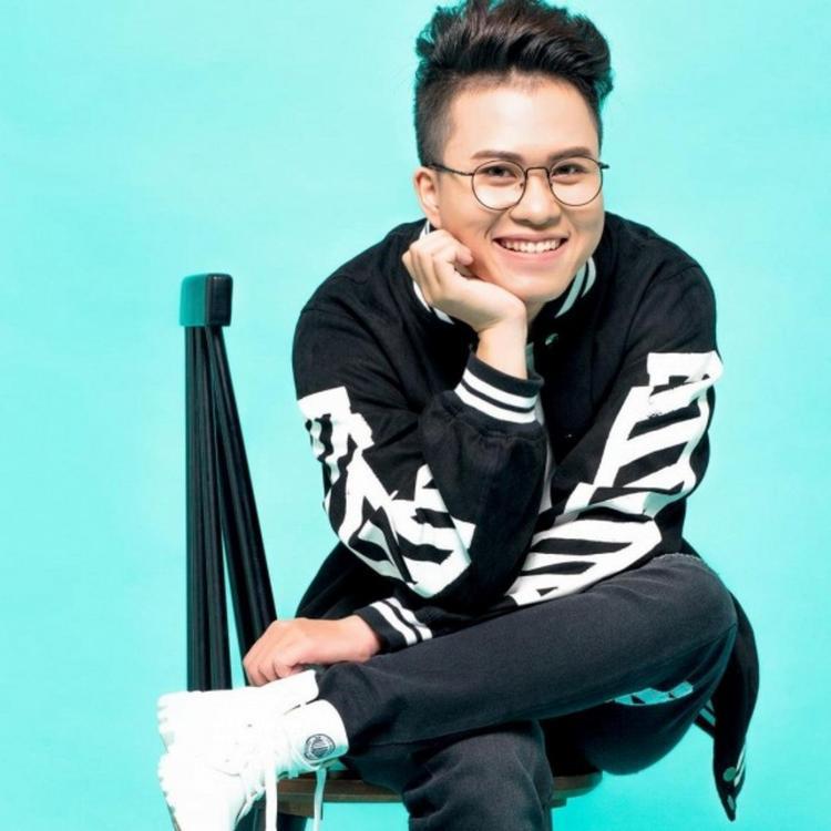 Sản phẩm đầu tay chưa được thực hiện một MV hoàn chỉnh, thế nên Thiện Hiếu trở lại ấn tượng với MV sánh đôi cùng Huỳnh Lập, thu hút nhiều sự chú ý của khán giả.