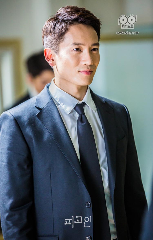 Công tố viên Park Jung Woo bị vu oan giết người trong Defendant.