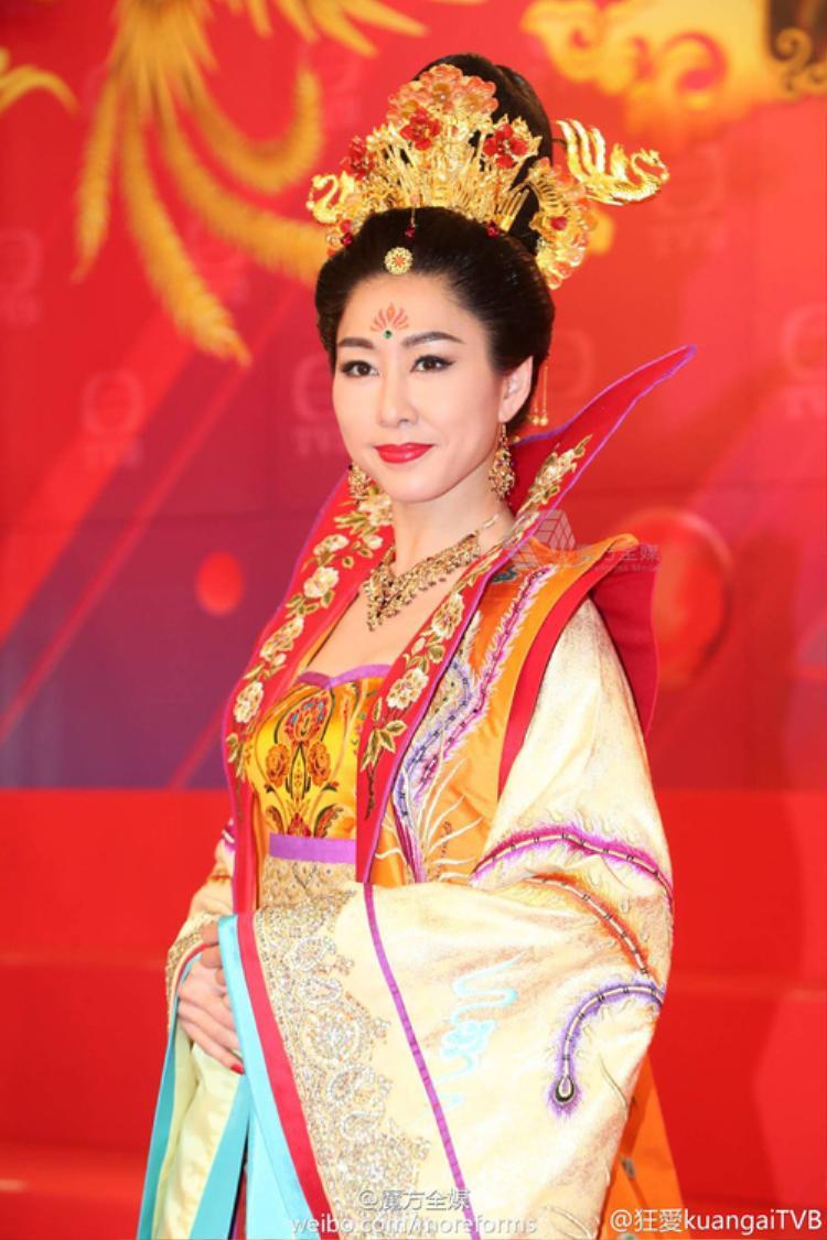 Hồ Định Hân vào vai Hoàng hậu với tạo hình kiêu sa, lộng lẫy
