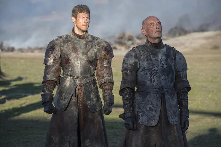 Randyll và con trai Dickon chuẩn bị bị thiêu sống.