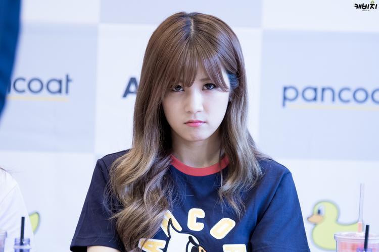 """Biểu cảm đáng yêu """"vô đối"""" của Chorong."""